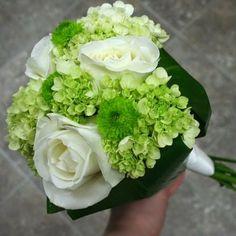 Green wedding flowers http://weddingflowersideas.blogspot.com/2014/04/green-wedding-flowers.html