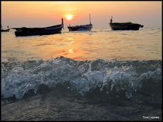 Fishingboats in sunset close to – på Laemya Inn. Rayong, Thailand. TONE LEPSØES PICTURES