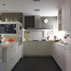 Práctica zona de cocción: Cocinas de estilo moderno de DEULONDER arquitectura domestica