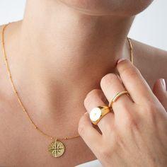 c365732357cb Collar Asteri Oro Collar moneda con estrella Oro Un diseño elegante y que  se adapta a