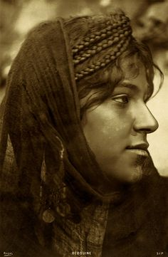 Bédouine. Bedouin woman, possibly from North Africa,  bust portrait, facing right. Photograph attributed  to Reiser, S.I.P., between 1910 and 1940