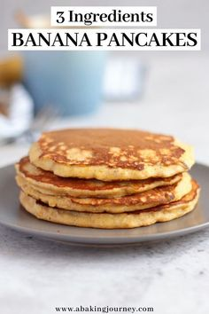 These Healthy 3 Ingredients Banana Pancakes are the ultimate Sunday Breakfast recipe. Not only they are extremely easy and quick to make, these fluffy healthy banana pancakes without sugar also taste Banana Flour, Banana And Egg, Banana Oatmeal Pancakes, Simple Banana Pancakes, Pancakes Easy, Low Calorie Pancakes, No Flour Pancakes, Pancakes From Bananas, Hardboiled