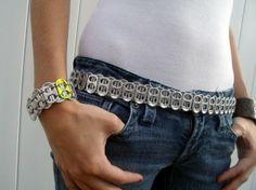 cinto reciclado y pulsera de anillas