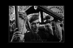 """Nanggung Jampana""  dalam memeriahkan dalam karnaval pesona parahyangan 2017 #karnavalpesonaparahyangan #karnavalkemerdekaan #pesonaparahyangan #pesonaindonesia #pesonanusantara #photography #blackandwhite #fotografer #bandungfoto #bandungphoto #bandungphotographer"