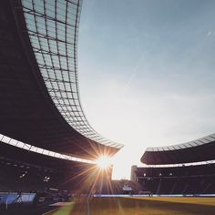 Heute ist der Tag der # Am Samstag scheint die Sonne dann hoffentlich auch wieder für Hertha BSC im @olympiastadionberlin  #hahohe