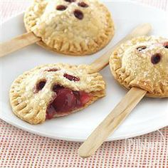Cherry Pie Pops from Pillsbury Baking Crisco Recipes, Pie Recipes, Pillsbury Recipes, Cake Pops, Canning Cherry Pie Filling, Cherry Pies, Delicious Desserts, Yummy Food, Pallets