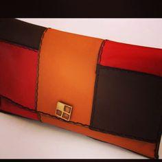 Clutch aus echt Leder. Handarbeit  echt Leder Handtaschen  Ledertaschen, Taschen, Geldbörsen und Accessoires aus Ägypten von Hand gefertigt vom Designer Sami Amin und Nevin Altmann erhältlich bei www.noor-design.me google.com/+NoordesignMe2014