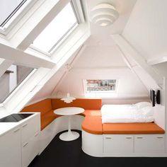 Очень маленькая кухня+ обеденная зона+ спальня. Минимализм