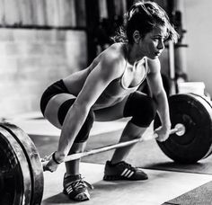 9 Strength Training Moves To Tone The Whole Body - Feel The Burn Crossfit Photography, Fitness Photography, Women Lifting, Fitness Photoshoot, Senior Fitness, Guy, Bodybuilding Motivation, Women's Bodybuilding, Wellness Fitness
