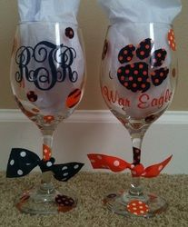 obviously we won't be using THESE colors.Decorated Glasses with Patterned Vinyl. I find it ironic that their monogram is RTR but it says War Eagle on the back ; Vinyl Crafts, Vinyl Projects, Craft Projects, Cricut Vinyl, Cricut Craft, Shilouette Cameo, Patterned Vinyl, Cricut Tutorials, Painted Wine Glasses