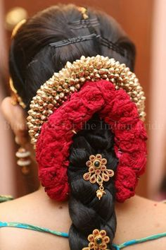 gorgeous hair do .done up in a traditional bridal SouthIndian braid, with flowers and hair accessories. South Indian Wedding Hairstyles, Bridal Hairstyle Indian Wedding, Bridal Hairdo, Wedding Hair Flowers, Bridal Flowers, Flowers In Hair, Saree Hairstyles, Bride Hairstyles, Flower Hairstyles
