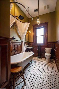 woodtrim in bathroom