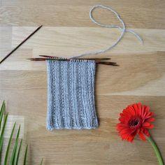 Koristejoustin - 52 sukanvartta Crochet Socks, Knitting Socks, Knit Crochet, Ravelry, Slippers, Blog, Crocheting, Decor, Knit Socks