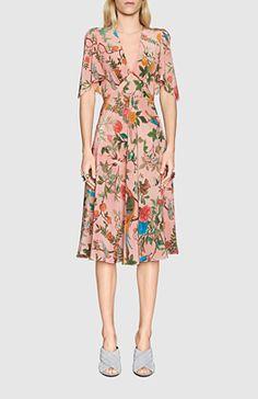 81a74fe2cff7 gucci logo   floral birds dress - Google Search Chaussure, Robe Aux  Oiseaux, Printemps