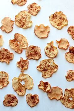 These cinnamon apple chips are SOOOOO easy to make, and totally delicious. Perfect snack when you are craving something sweet and crunchy!