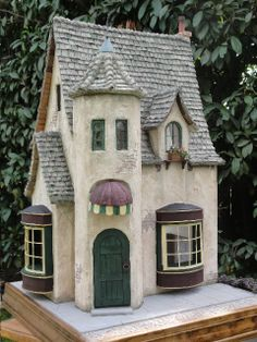 Miniature Cottage, Dollhouse Miniatures in Nashville. Clay Houses, Ceramic Houses, Putz Houses, Paper Houses, Fairy Houses, Doll Houses, Garden Houses, Gingerbread Houses, Vitrine Miniature