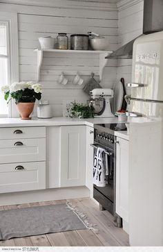 Country Kitchen, New Kitchen, Vintage Kitchen, Kitchen Dining, Kitchen Decor, Kitchen Modern, Kitchen Ideas, Kitchen Walls, Decorating Kitchen