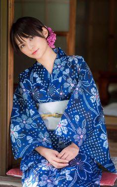 The Kimono Gallery : Photo I 💗 Japanese Girls Yukata Kimono, Kimono Japan, Japanese Kimono, Japanese Girl, Japanese Beauty, Asian Beauty, Cute Asian Girls, Cute Girls, Japon Tokyo