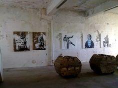Utstilling i den nedlagte kaviarfabrikken i Henningsvær