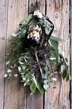昨日水沢の JAZZRIZE STORE さんへスワッグ、ワックスバー、ハーバリウムなどを納品しました。納めたアイテムはこちらです。プロテア ニオベを使っ... Dried Flower Wreaths, Dried Flowers, Cut Flowers, Pretty Flowers, Succulent Wreath, Diy Wreath, Natural Materials, Floral Arrangements, Succulents
