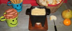 Kinder kaasfondue Kids Meals, Easy Meals, Chocolate Fondue, Healthy Recipes, Cheese, Baking, Desserts, Food Kids, Om