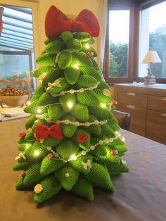 Een gehaakte kerstboom, design van Mala Designs