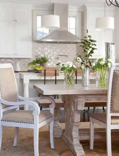 классический деревянный обеденный стол