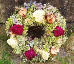 Pivoňkový romantik Věnec ze sušených květin..pivoněk,růží,hortenzie, atd..Celoroční dekorace. Velikost 31cm.
