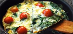 » Breakfast omelette with spinach, tomatoes and leeks