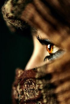 simply beautiful eyes. Ojos color miel, de Egipto