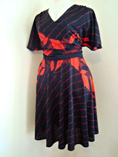 VINTAGE Plus Size Black and Red Fall Leaf Circle Dress