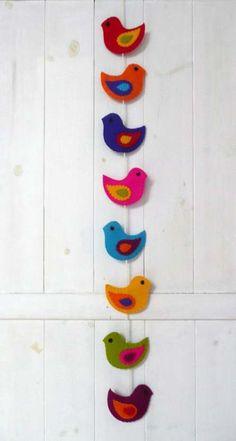 Colorful felt birds wall hanging / door hanging flat birds) - made to order, Guirnalda de coloridas aves fieltro. Etsy Crafts, Diy Home Crafts, Diy Arts And Crafts, Hobbies And Crafts, Bird Crafts, Felt Crafts, Paper Crafts, Diy Paper, Paper Birds