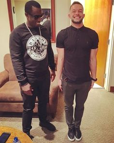 Finn freeze with P Diddy He looks so happy😁 Drinking Memes, Balor Club, Best Wrestlers, Men's Wrestling, Finn Balor, Get Running, Wwe, Sexy Men, How To Look Better