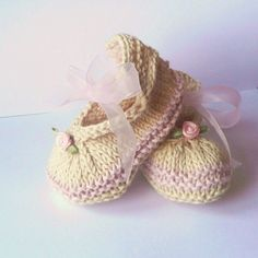 Baby Booties KNITTING PATTERN Posh Party Baby Shoes por ceradka