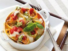 La ricetta dei paccheri ripieni al forno. Daniele Persegani ci propone un buon primo piatto per un menu vegetariano di Pasqua: i paccheri ripieni al forno.