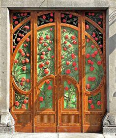 Pomegranates door - Torino, San Salvario quartiere Liberty - Il portone di Via Argentero 4 ..rh