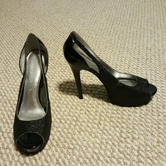 Size 10 Guess 3.5in Black Glitter Peeptoe Heels These shoes will turn heads! Cute peep toes with heel cut outs. They have a scuff on the right heel, but they are a steal! Grab these cuties today! Guess Shoes Heels