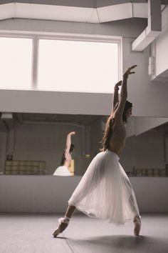 New jazz dancing poses beautiful ideas Dance Like No One Is Watching, Just Dance, Ballet Dancers, Ballet Tutu, Ballerinas, Ballerina Dress, Bolshoi Ballet, Dance Movement, Dance Poses