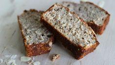 """Bananenbrood kun je eten als ontbijt of lunch, maar is ook het ideale (gezonde) tussendoortje. Het vult enorm en is erg lekker, het smaakt naar cake! Voor dit recept heb ik een beslag voor bananenbrood als basis gemaakt en hier kokos en amandelen aan toegevoegd. Met bananenbrood kun je eindeloos... <a href=""""http://cottonandcream.nl/bananenbrood-met-kokos-en-amandelen/"""">Read More →</a>"""