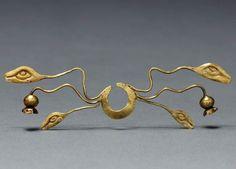 Peru, North Highlands, Chavín de Huantar(?) | Nose Ornament, Chavín style | Cast Gold | ca. 500 - 200 BC