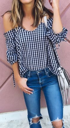 Love the gingham print, cold shoulder, and style of the sleeves. Moda Jeans, Casual Outfits, Cute Outfits, Inspiration Mode, Fashion Inspiration, Stitch Fix Outfits, Vogue Fashion, Spring Summer Fashion, Spring Style