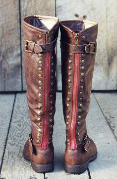 I would love a pair of riding boots like this. It would look really cute with skinny jeans or leggings.