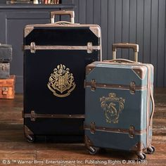 Bring the magic of Hogwarts into your room with Pottery Barn Teen's Harry Potter bedding, and home decor. Shop the Harry Potter Collection for bedding, decor, room accessories and more. Harry Potter Diy, Harry Potter Laden, Fantasia Harry Potter, Cadeau Harry Potter, Objet Harry Potter, Anniversaire Harry Potter, Harry Potter Merchandise, Harry Potter Cosplay, Harry Potter Outfits