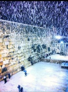 Heavy snow at the Western Wall . Jerusalem