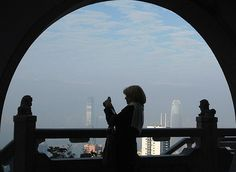 A foreign visitor takes a picture at the Peak, the most popular sightseeing spot for tourists, in Hong Kong January 20, 2009.