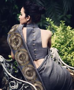 An interesting blouse back design can add an element of mystery to your saree outfit. With the option to get your blouse customized. Blouse Back Neck Designs, Sari Blouse Designs, Blouse Patterns, Blouse Styles, Choli Designs, Saree Jackets, Indian Bridal Wear, Indian Wear, Indian Style