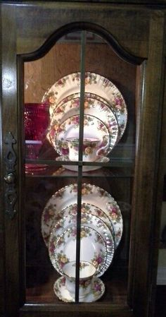 Royal Albert Old Country Roses Curio Cabinets, Small Dining Area, Royal Albert, China Cabinet, Favorite Things, Decorative Plates, Roses, Country, Kitchen