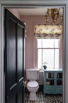 Subtle - Sophisticated Pink Paint Colors For Interiors! Toilet Room Decor, Small Toilet Room, Small Bathroom, Farrow Ball, Farrow And Ball Paint, Pink Walls, White Walls, Bathroom Inspiration, Interior Design Inspiration