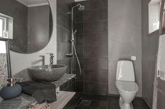 Tepåsar – därför ska du alltid spara dem | Leva & bo Bathroom Lighting, Mirror, Home Decor, Ska, Bathroom Light Fittings, Bathroom Vanity Lighting, Decoration Home, Room Decor, Mirrors