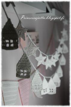 crocheted houses and stars | Prinsessajuttu: Lumiset talot ja hiutaleet